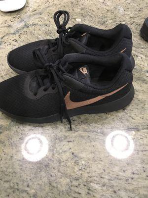Nike shoes women size 10 for Sale in Clarksville, TN