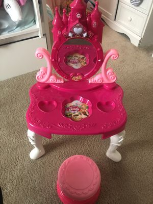 Vanity table and chair for Sale in Upper Marlboro, MD