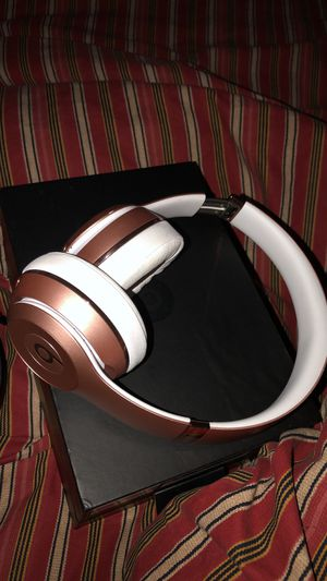 ROSEGOLD BEATS SOLOS !! perfect condition !!price negotiable !! for Sale in Deer Park, TX