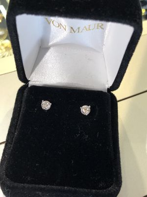 .8 karats white gold diamond earrings for Sale in Schaumburg, IL