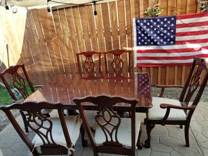 Must go...burgundy..dining set for Sale in Los Angeles, CA