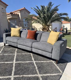 Beautiful Like new RCWilley Charcoal Gray Transitional Power Reclining Sofa - Royals NOT STAINS NOT SCRATCHES NOT PETS NOT SMOKING VERY CLEAN for Sale in North Las Vegas, NV