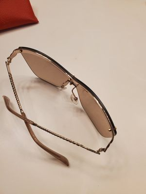 Guess sunglasses for Sale in Katy, TX