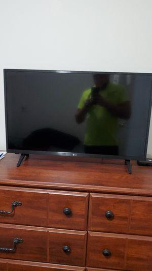 32in LG TV for Sale in Muskegon, MI
