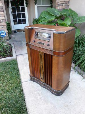 """VINTAGE """"GENERAL ELECTRIC"""" L-915W ART DECO SKYSCRAPER CONSOLE RADIO (CIRCA 1940'S) for Sale in Corona, CA"""