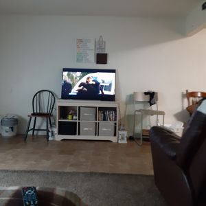 I have a 27inch sony n a 40 inch insignia w remote's asking 160 for both for Sale in Murfreesboro, TN