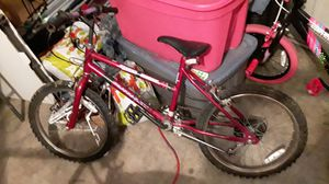 Kids bike ( moving) good shape needs air in tires but they are good for Sale in Arnold, MO