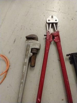 """RIDGID 24"""" ALUMINUM WRENCH AND WIRE CUTTERS for Sale in Chicago, IL"""
