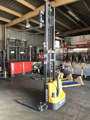 NEW STRADDLE STACKER ELECTRIC FORKLIFT for Sale in Pomona, CA