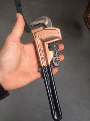 24 inch and 18 inch ridged aluminum pipe wrench for Sale in Lake Alfred, FL