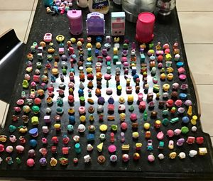 274 shopkins with accessories for Sale in Pembroke Pines, FL