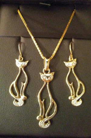 Simply Adorable 14k & 10k Genuine Diamond 💎 Kitty Cat 🐱 Necklace & Earrings Set!!! for Sale in Vancouver, WA