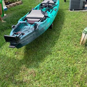 Vibe Yellowfin 130T Kayak for Sale in Miami, FL