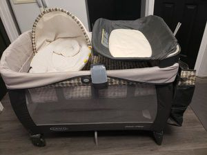 Graco pack 'n play newborn napper elite players for Sale in Hayward, CA