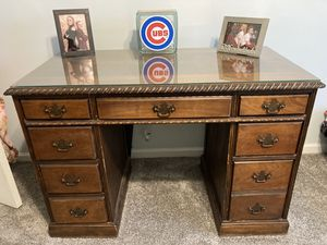 """FREE! Desk (wood) Height 30"""" Width 44"""" for Sale in Palos Hills, IL"""
