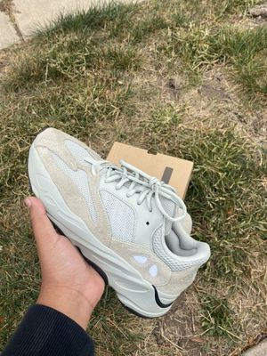 Yeezy 700 salts size 9.5 for Sale in Wichita, KS