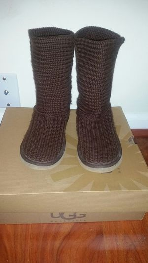 UGGS SIZE 6 genuine uggs for Sale in Sterling, VA