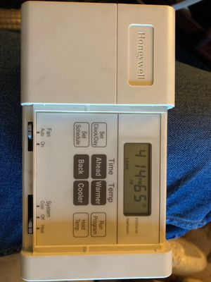 Honeywell programable Thermostat for Sale in Renton, WA