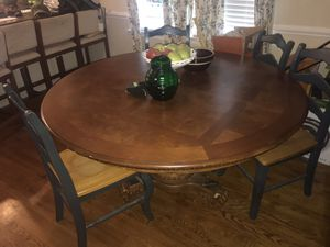 Dining room table for Sale in Amherst, VA