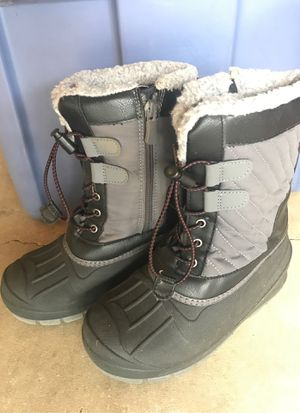 Size 2 kids snow boots for Sale in Vancouver, WA