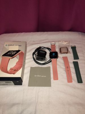 Fitbit Versa Like New - Rose Gold/Peach with 2 Bands for Sale in Rogers, AR