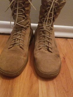 Reebok Army/Military/Work Boots-6.5M, 8.5W for Sale in Chicago,  IL