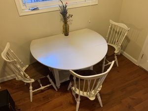 Country style round table with chairs for Sale in Silver Spring, MD