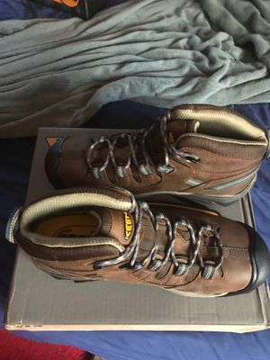 Keen work boots,steel toe, brand new never worn..size 10.5 for Sale in Chicago Heights, IL