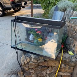 Free Fish Tank Aquarium And Light for Sale in Spring Valley,  CA
