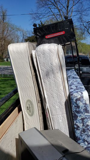 Free Queen mattress and twin box bed for Sale in Olathe, KS