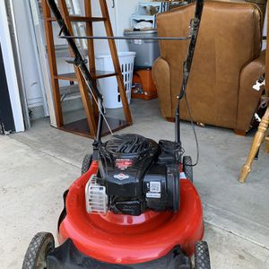 Briggs & Stratton mower for Sale in Bakersfield, CA