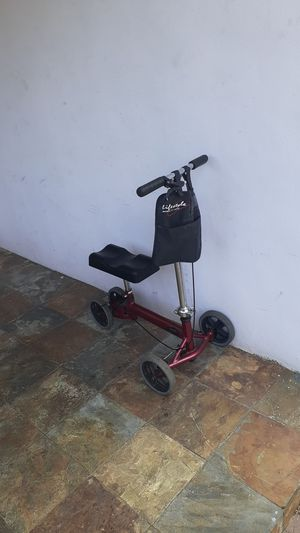 """Lifestyle KNEE SCOOTER WALKER """"LOOKS GREAT """"NO OFFERS, PRICE IS FIRM for Sale in North Miami, FL"""