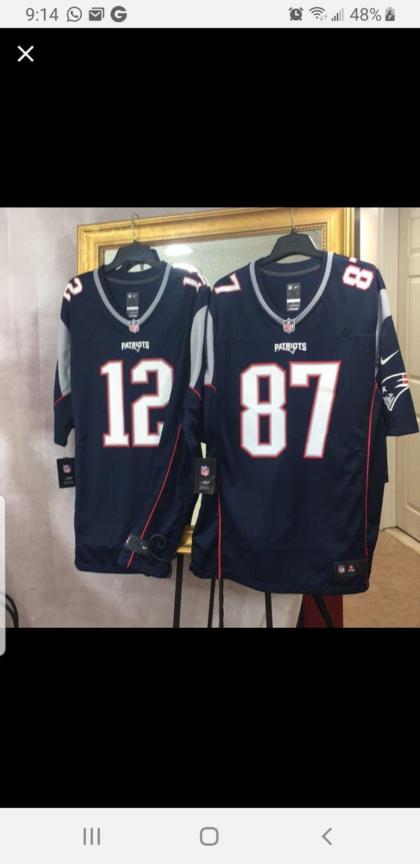 Brady (XXL) and Gronkowski (XL) NFL jerseys