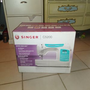 Singer C5200 Sewing Machine for Sale in Altamonte Springs, FL