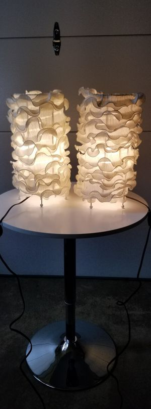 Pair of Contemporary Table Lamps in Cream for Sale in Bartlett, IL