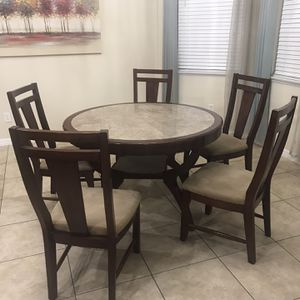 Breakfast Nook table With 5 Chairs $175 for Sale in St. Cloud, FL