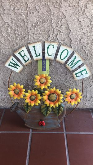 """Metal WELCOME Hanging Sign Home Wall Decor Sunflowers NEW 16"""" x 14"""" for Sale in Irvine, CA"""