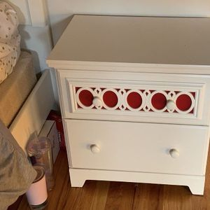 Girls Dresser And Night Stand With Desk for Sale in Villa Park, IL