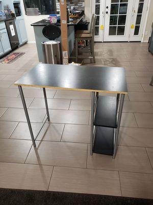 Basic computer desk for Sale in Glendale, AZ