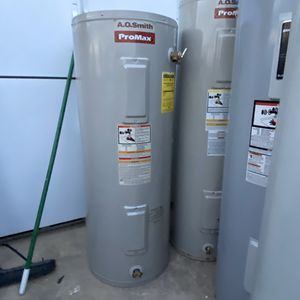 electric water heater 40 gal 2lo3735557 for Sale in San Antonio, TX