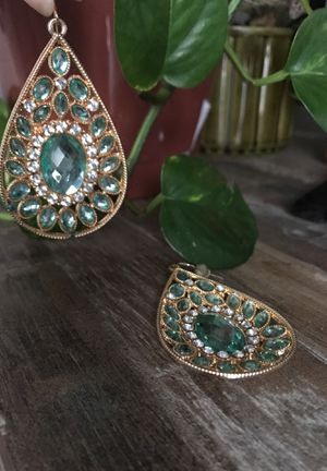 TURQUOISE DANGLEY EARRINGS for Sale in Columbus, OH