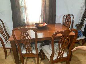 Dining table for free for Sale in Fort Lauderdale, FL