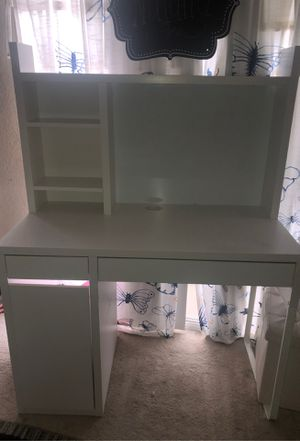 IKEA white desk for Sale in San Marcos, CA