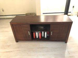 5ft long entertaining center for Sale in Marquette, MI