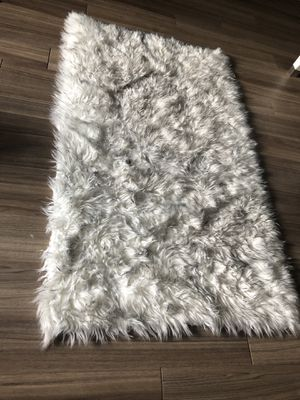 Like new—white fur rug (perfect condition!) for Sale in Silver Spring, MD