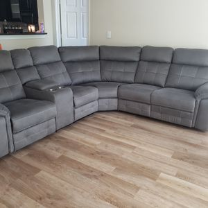 Gray Reclining Sectional w/Cup Holders, Console for Sale in Dunwoody, GA