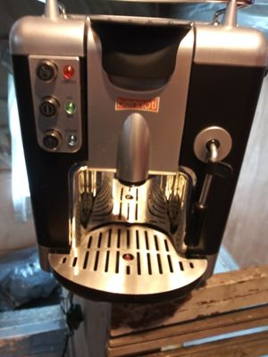 BENNOFI. COFFEE MAKER for Sale in Cleveland, OH