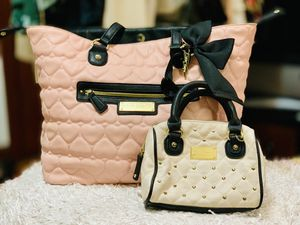 large tote with mini purse and makeup bag for Sale in St. Louis, MO