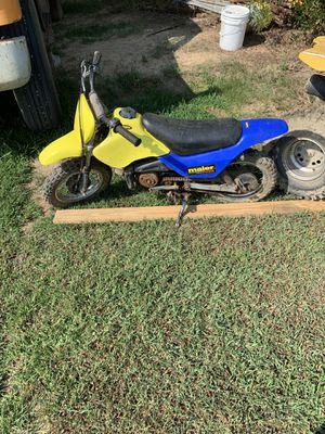 Suzuki 50cc dirt bike and a can am 90 for Sale in Blackstone, VA
