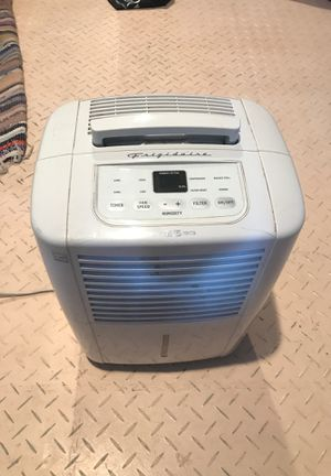 Frigidaire dehumidifier 25pt for Sale in Boca Raton, FL